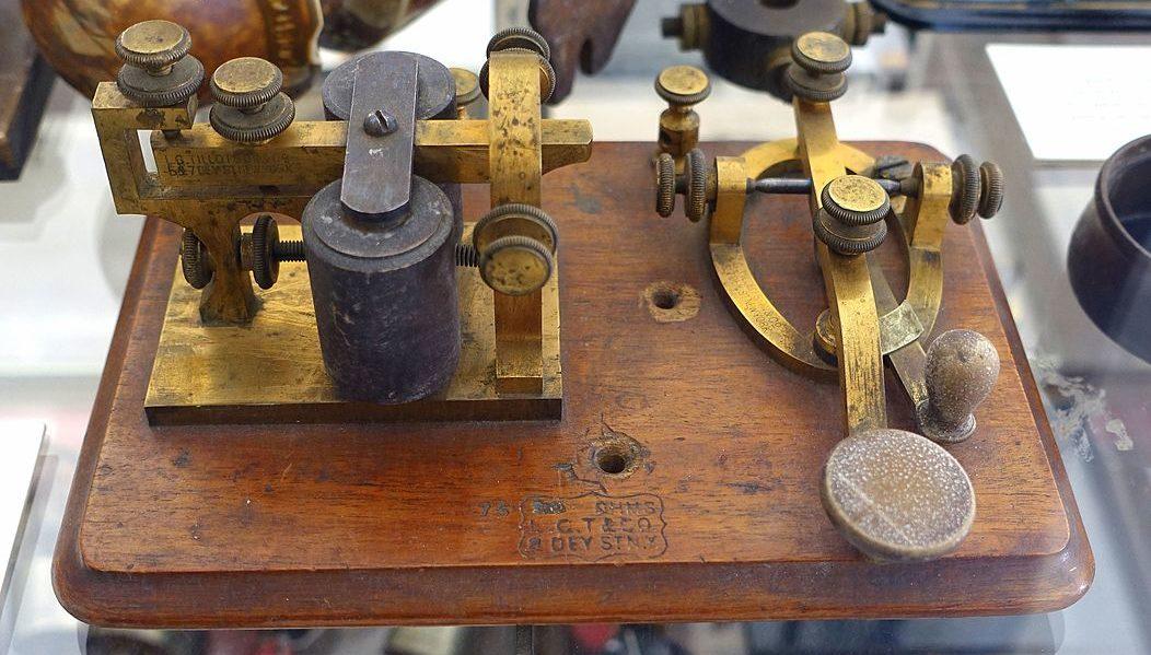 Instrukcje sterujące, operatory logiczne i porównania. Nadajnik kodu Morse'a. – część 1